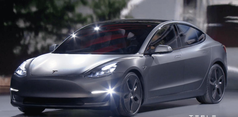 Tesla відклала постачання Model 3