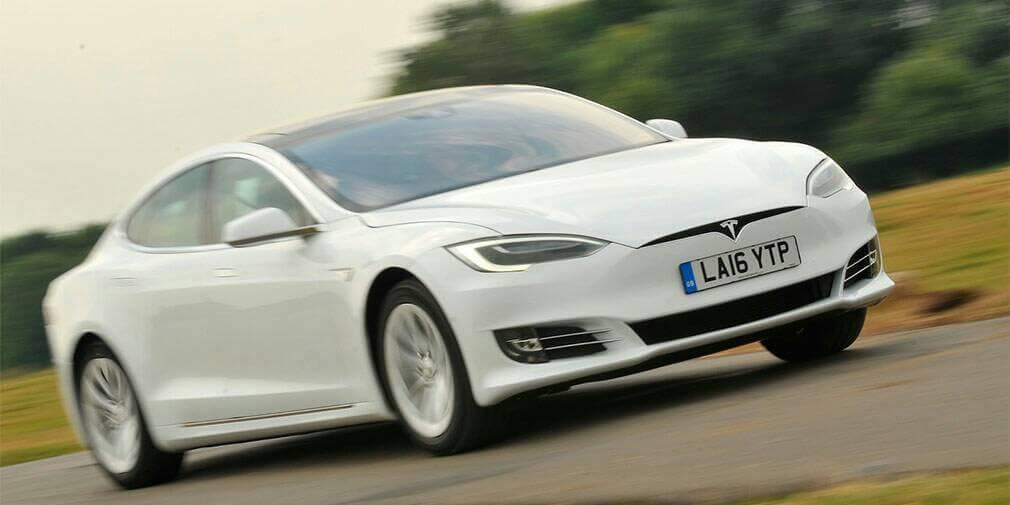 Електрокарам Tesla додали спокійний режим