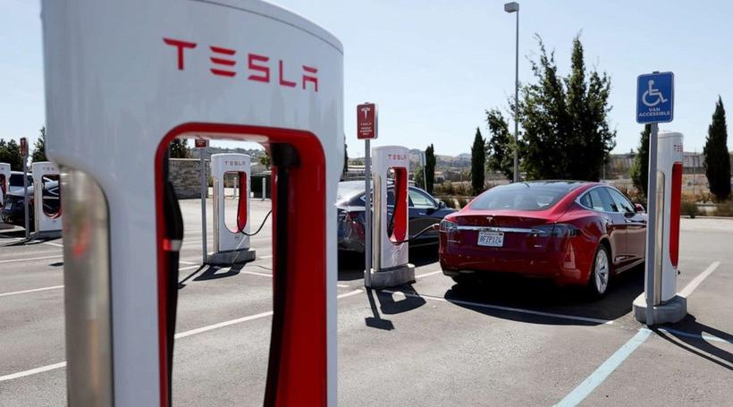 Майбутні електромобілі Tesla заряджатимуться за 7 хвилин