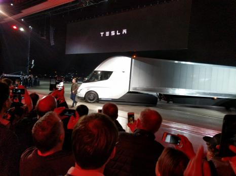 Вантажівка Tesla: фото та усі характеристики