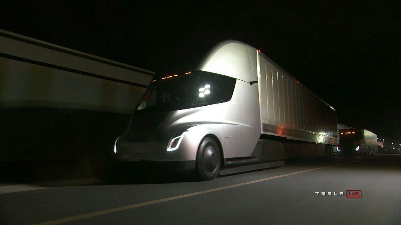 Виробник пива замовив 40 вантажівок Tesla