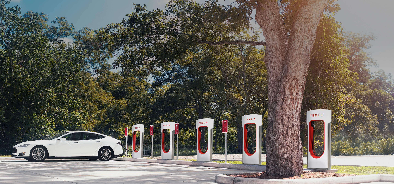 Tesla змінила правила користування станціями Supercharger