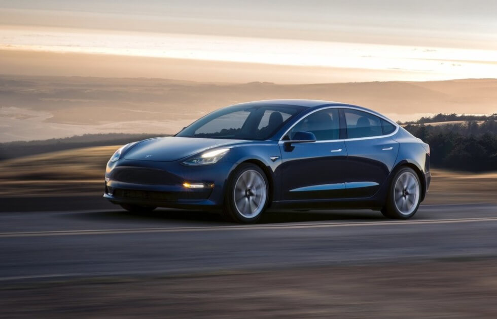 Tesla Model 3 виявилася швидшою, ніж обіцяли