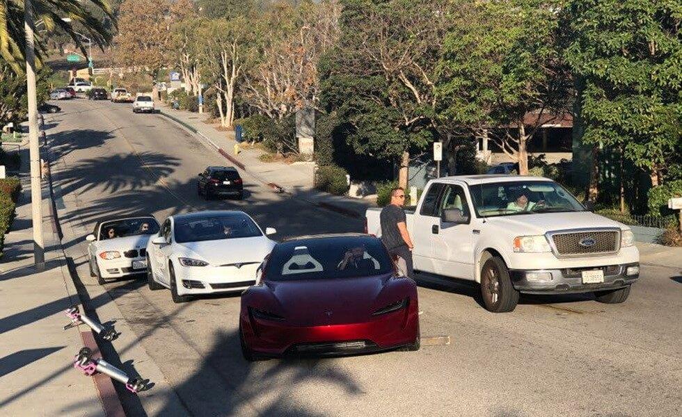 Новий Tesla Roadster: перші живі фото з доріг