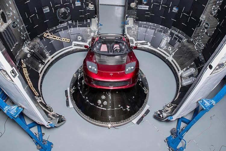 Ілон Маск визначив дату відправки Tesla Roadster на Марс