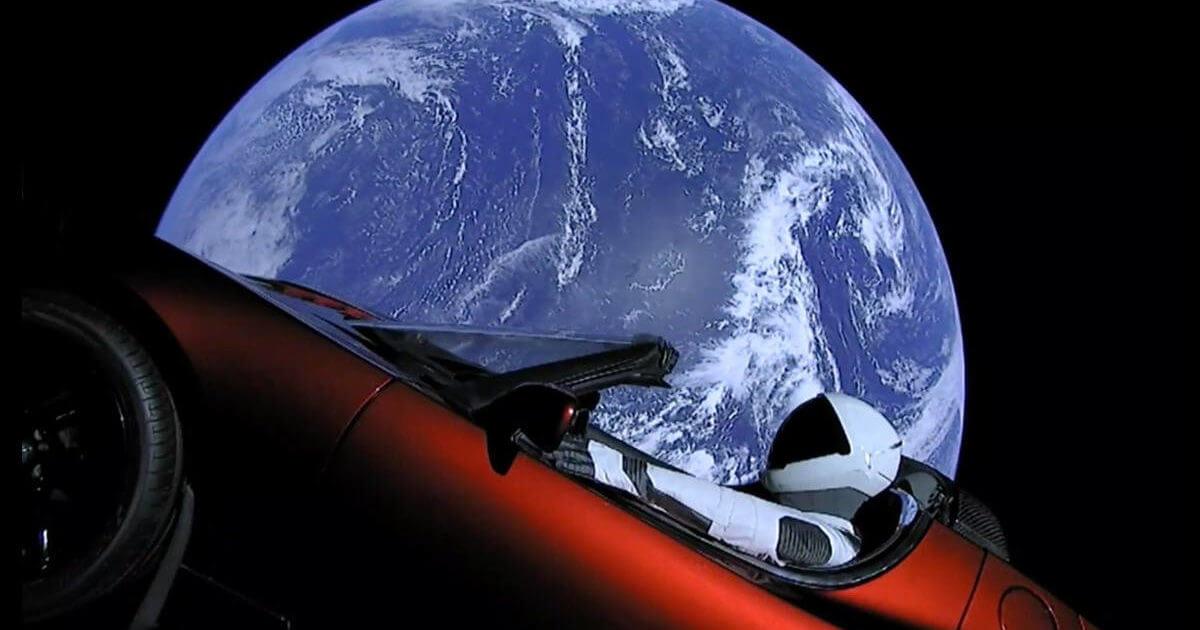 Tesla Roadster покинув Землю