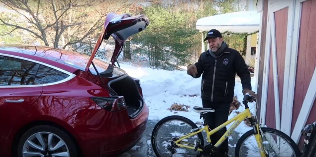 Чи влізе велосипед в багажник Tesla Model 3? (відео)
