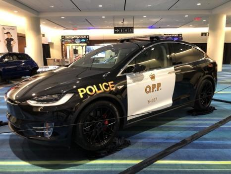 Прототип поліцейської машини на базі Tesla Model X