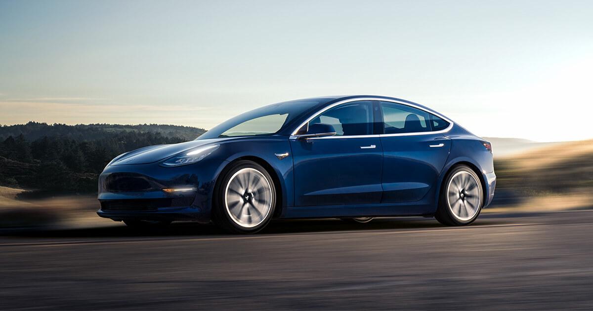 Повнопривідна Tesla Model 3 виїхала на дороги