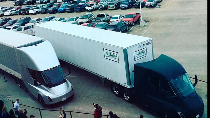 Вантажівки Tesla Semi вперше зробили рейс