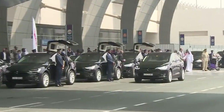 Таксі Tesla користується величезним успіхом