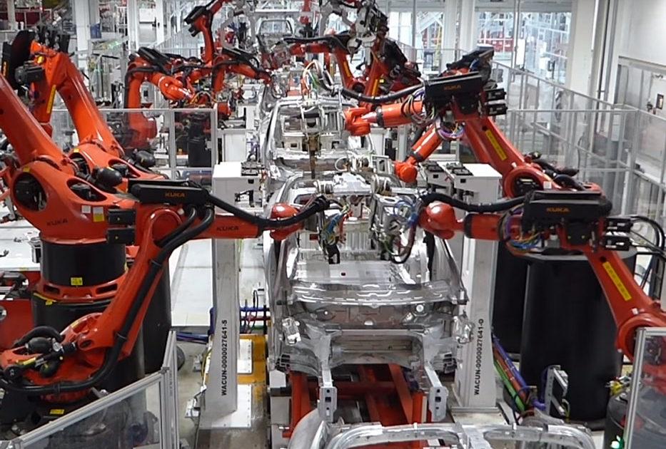 Tesla почала співробітничати з коледжами для навчання механіків ремонту електрокарів