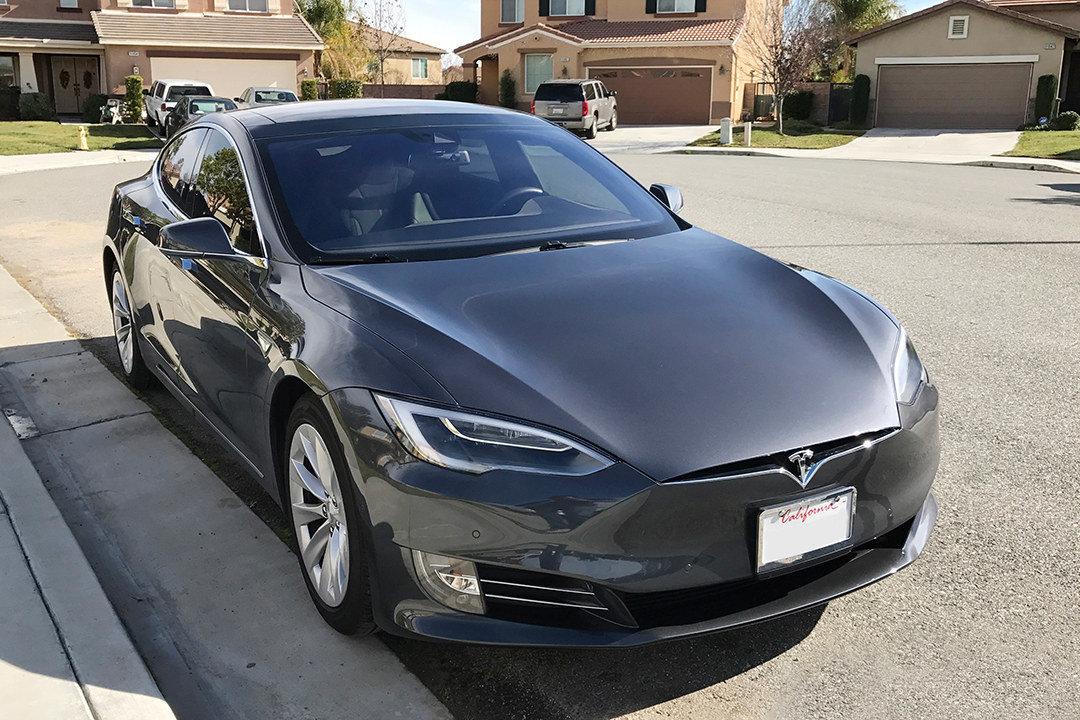 """Власників електромобілів Tesla повідомили про відкликання """"ранніх"""" Model S і Model X"""