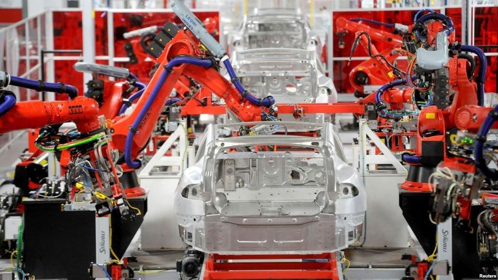 Маск: виробництво Tesla Model 3 зросте у три рази