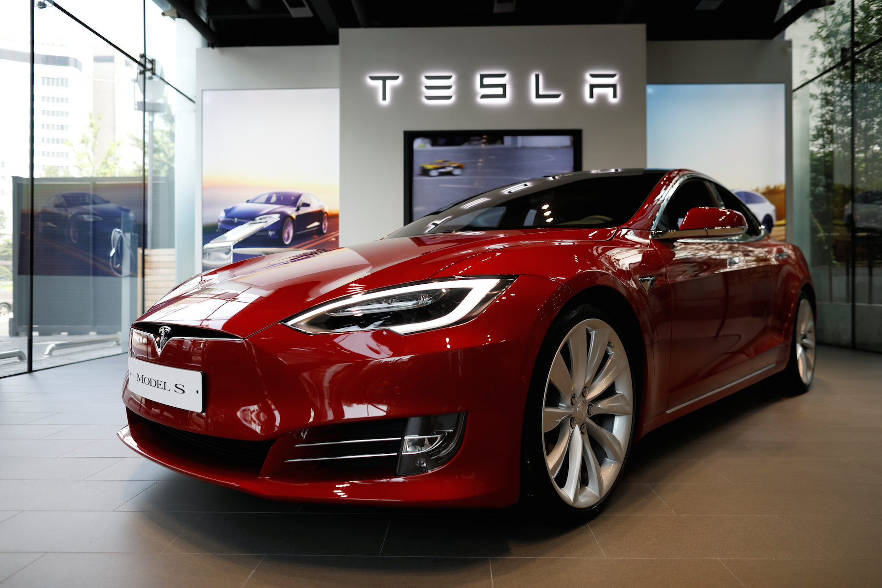 Tesla увійшла до ТОП-3 найвпливовіших компаній США