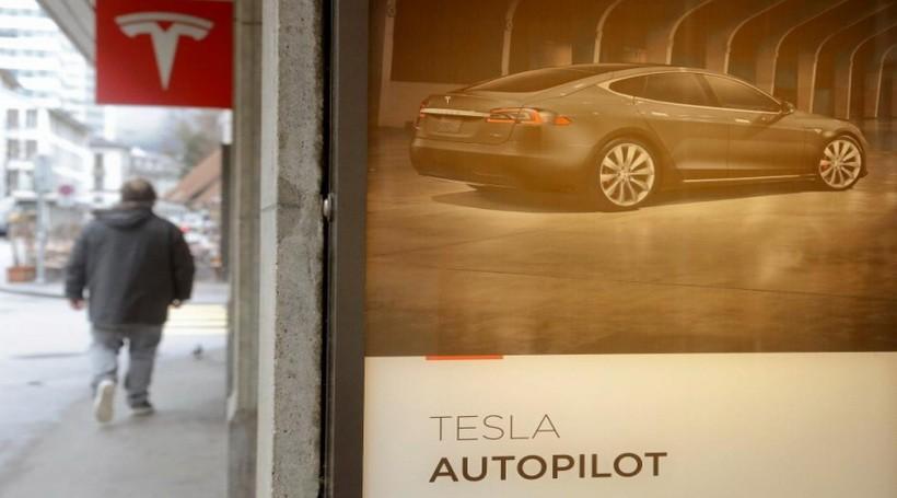 Підрозділ з розробки автопілота Tesla очолить вихідець з Apple