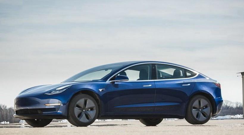 Замовлення на повнопривідну Tesla Model 3 почнуть приймати цього тижня