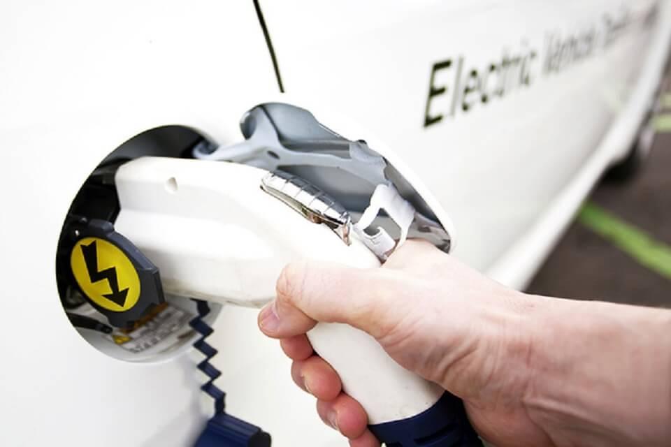 Електромобілі можуть стати дешевшими