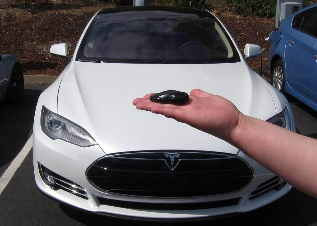 На Украине появился неофициальный дилер Tesla, а китайцы готовят ответ Model S