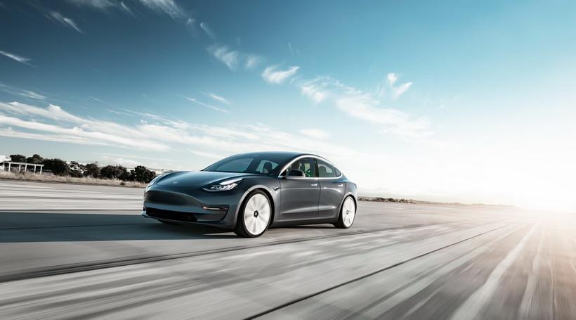 Наскільки Tesla Model 3 обійшла німецьких конкурентів в США