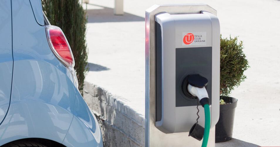 У Франківську відкрили першу заправку для електромобілів
