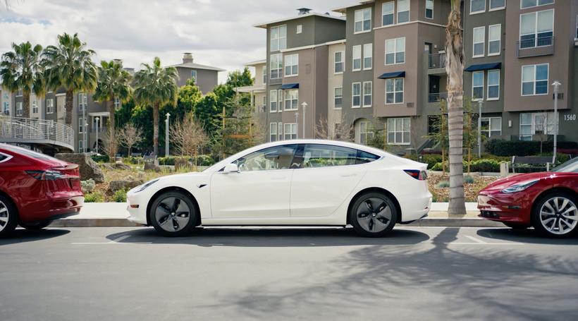 Новий рекорд Tesla Model 3: у Штатах електрокар випередив за продажем Toyota Corolla