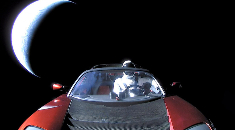 Відправлений до космосу Tesla Roadster пролетів Марс