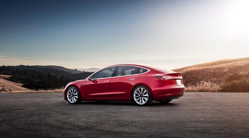 Tesla Model 3 виходить на ринок Європи. У США продажі моделі становлять вже більше 100 000
