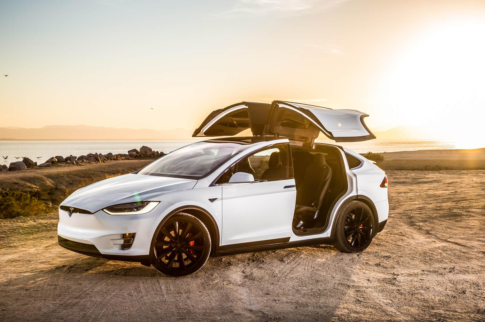 """Американська автомобільна асоціація: Tesla Model X - кращий """"зелений"""" автомобіль року"""