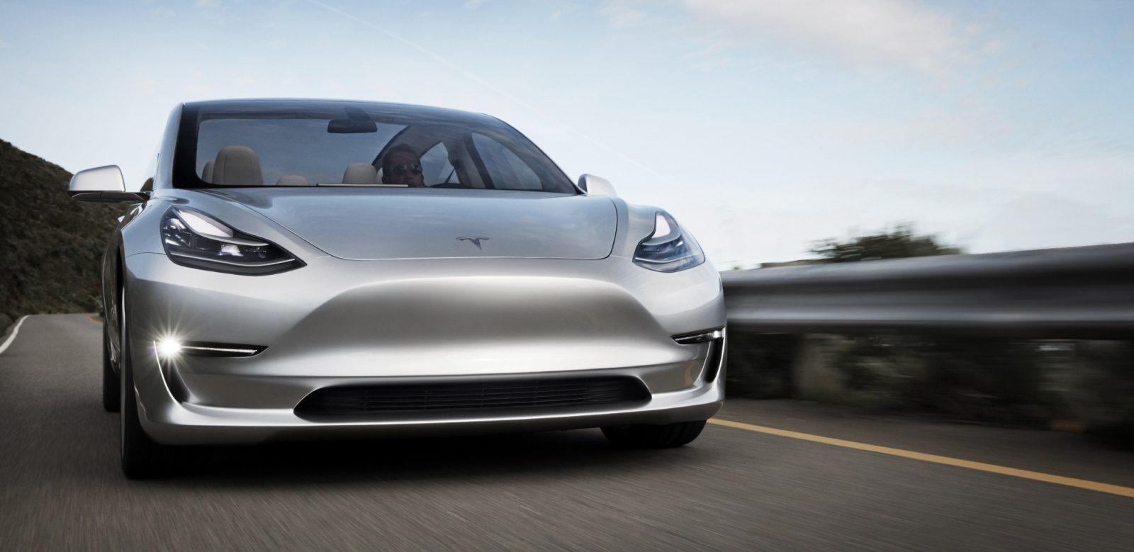 Tesla Model 3 - перший по-справжньому масовий автомобіль з автопілотом?