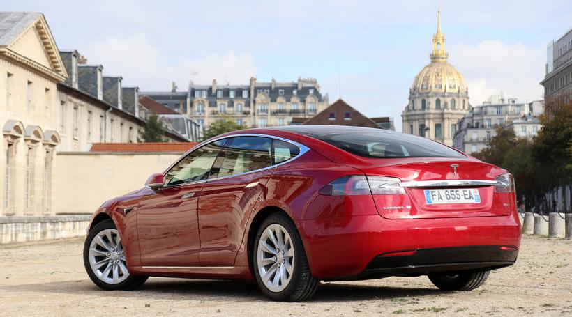 Tesla припиняє продажі Model S та Model X з батареями на 75 кВтгод