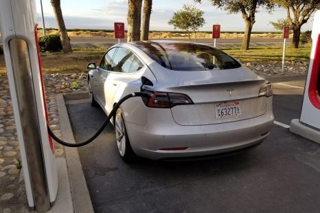 Tesla значно збільшить кількість зарядних станцій в зв'язку з виходом Model 3
