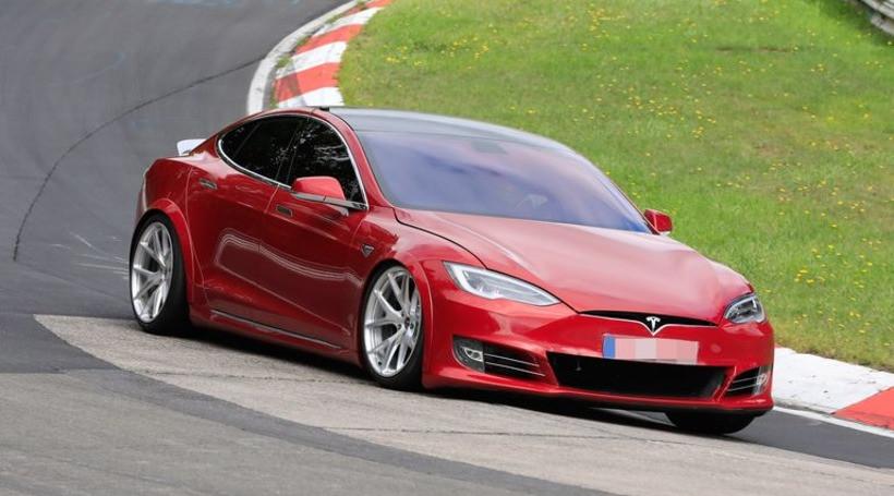 Тримоторна Tesla Model S Plaid: названа дата початку виробництва