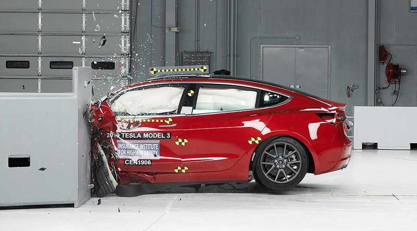 Tesla Model 3 потрапила в ТОП найбезпечніших автомобілів