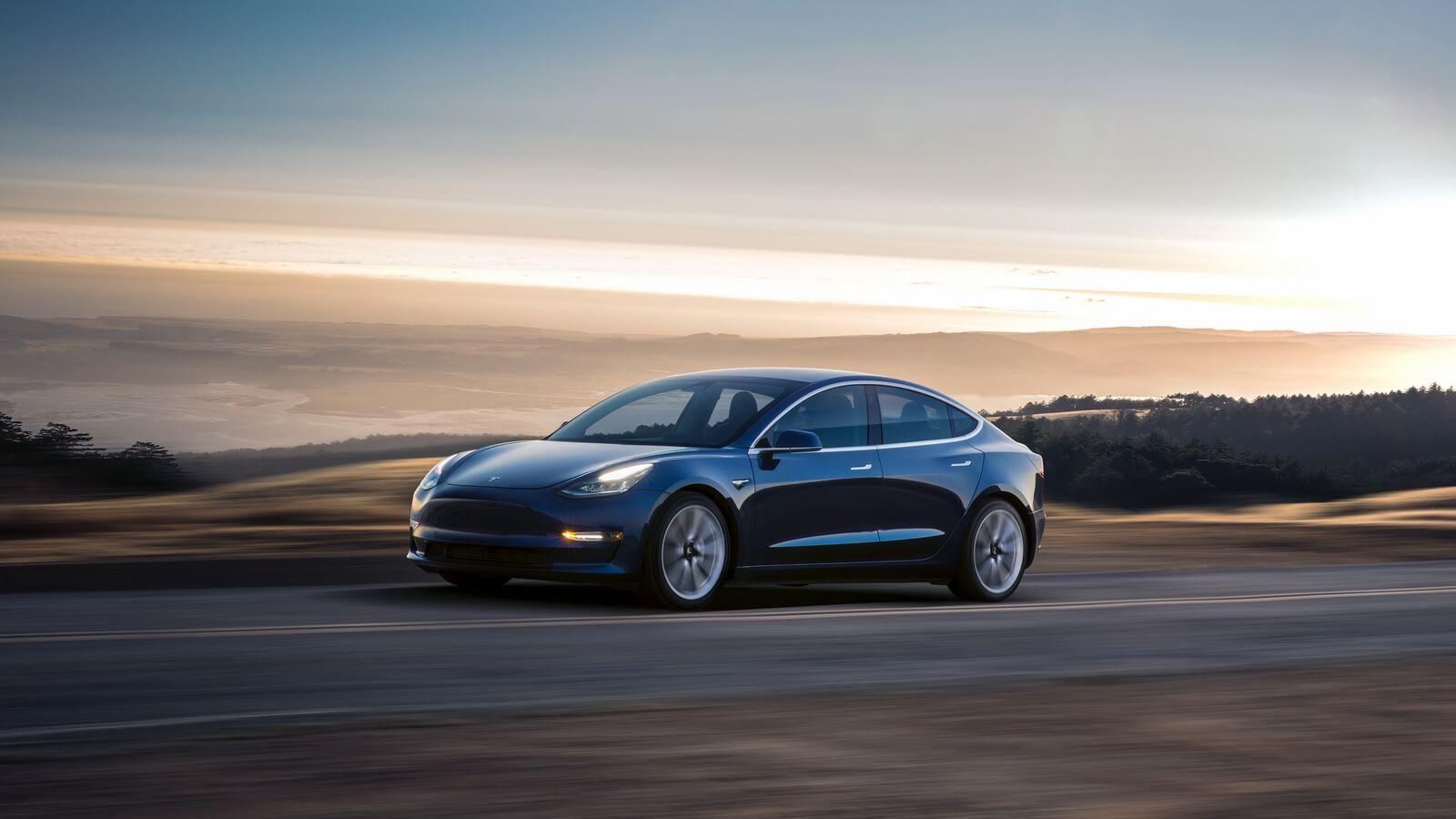 Tesla Model 3: що є в базі і що пропонується за доплату