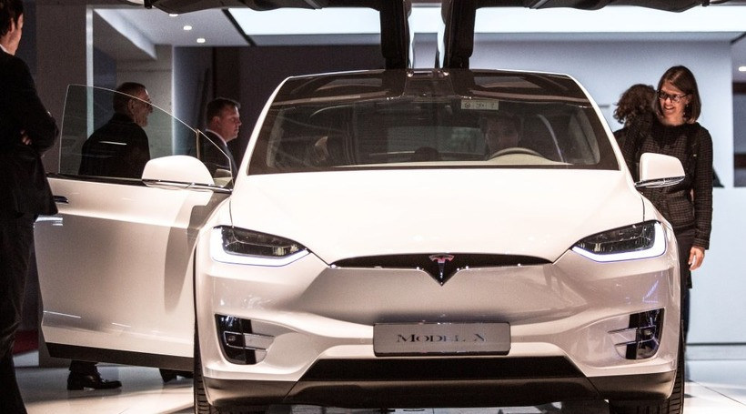 Tesla відкликає кросовери Model X через проблеми з підсилювачем керма