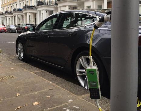 Ubitricity: і ліхтар, і зарядка для електромобілів
