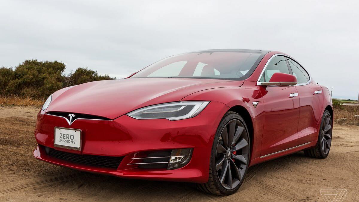 Аналітик: За рік акції Tesla подорожчають більш ніж на 40%