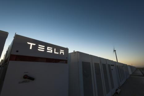 Будівництво найбільшої батареї від Tesla завершене наполовину