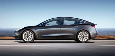 Як збирають Tesla Model 3: відео