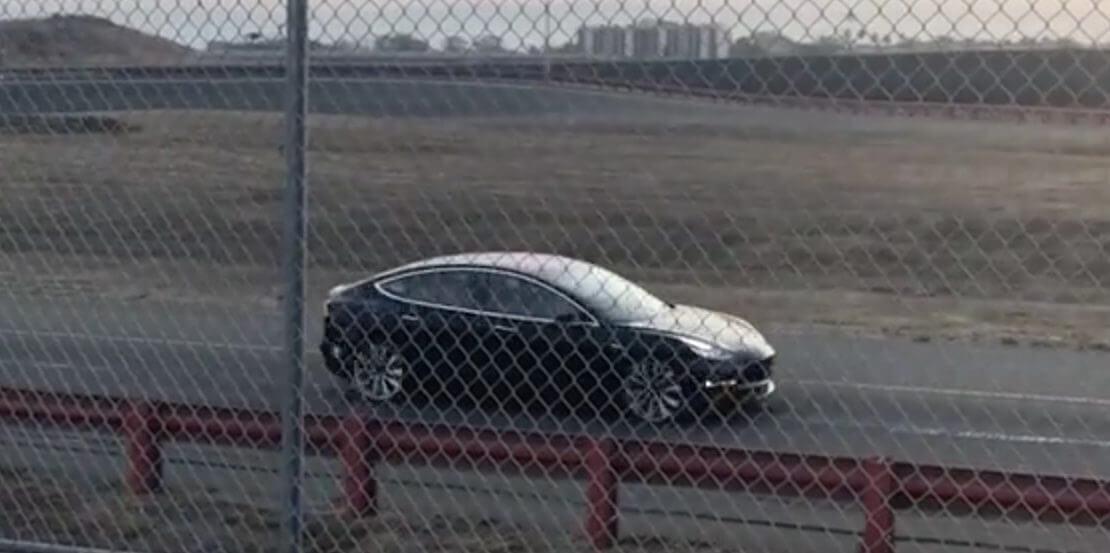 Спортивну Tesla Model 3 зняли на відео