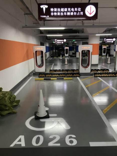 Tesla запустила свою найбільшу зарядну станцію у світі